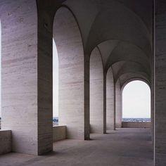 travertine and sleek archway perfection / Fendi HQ / six-storey Palazzo della Civiltà Italiana