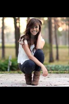 Cute senior pose for girl portrait tips cute senior pictures Cute Senior Pictures, Girl Pictures, Girl Photos, Senior Photos, Ghost Pictures, Girl Pics, Senior Photography, Photography Poses, Fashion Photography