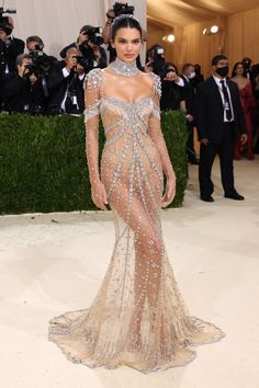 """The 2021 #MetGala is finally here! Fashion's biggest night is back, and this year the theme is """"In America: A Lexicon of Fashion,"""" a true celebration of American fashion. Tap to see every single #celebrity #redcarpet arrival that stuns. Irina Shayk, Kendall Jenner Met, Kendall Jenner Outfits, Kris Jenner Style, Kendall Jenner Modeling, Kardashian Jenner, Gala Dresses, Nice Dresses, Gala Gowns"""