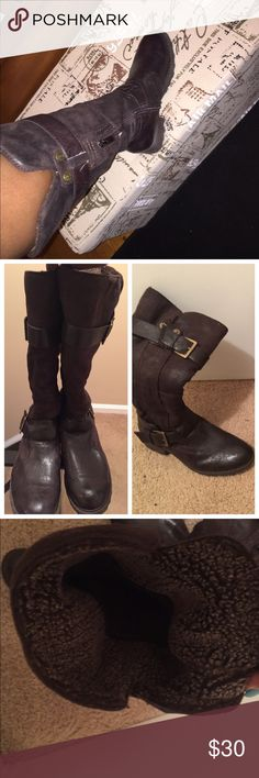 Brown lined boots size 9. Good condition. Brown lined boots size 9. Good condition. I do not have the original box and I'm not sure what material the boots are lined with. It's soft and the boots are warm and comfortable. Shoes Winter & Rain Boots