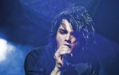 """""""You should see me as a chick. I look HOT as a chick""""----- Gerard Way. Pictures please."""