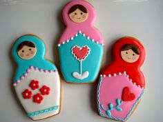 russian nesting doll cookies with icing hair but food pen face Cookies For Kids, Cute Cookies, Royal Icing Cookies, Sugar Cookies, Paint Cookies, Cake Shapes, Doll Party, Cupcake Cakes, Cupcakes