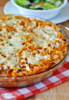 Spaghetti Pie is tossed in four cheeses and a quick and easy homemade meat sauce. Pack it in a pie plate and bake for 20 minutes for an incredible meal! Easy Pie Recipes, Pasta Recipes, Beef Recipes, Great Recipes, Dinner Recipes, Cooking Recipes, Favorite Recipes, Family Recipes, Spaghetti Pie Recipes