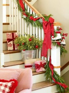 46 Awesome Christmas Stairs Decoration Ideas - About-Ruth Noel Christmas, Merry Little Christmas, Primitive Christmas, Country Christmas, Winter Christmas, Christmas Crafts, Green Christmas, Christmas Greenery, Christmas Island