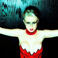 Model Constance Peach