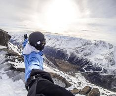 snowboard and gopro Gopro Action, Freestyle Skiing, Snowboard Goggles, Snow Fun, Gopro Photography, Snow Skiing, Outdoor Fun, Surfing, Sports