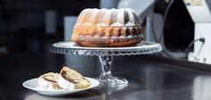 Najlepší recept na domácu bábovku, ktorý zvládne každý Slovak Recipes, Alain Delon, Vanilla Cake, Desserts, Food, Tailgate Desserts, Deserts, Essen, Postres