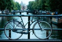 Bikes and Boats in Amsterdam City, Spring - Bussines and Marketing: I´m looking forward for a new opportunity about my degrees dinamitamortales@ gmail.com