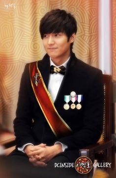 lee min ho -- I always luv his shy smile..