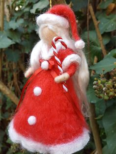Needle Felted Ornaments, Felt Ornaments, Yarn Dolls, Felt Dolls, Noel Christmas, Christmas Crafts, Christmas Ornaments, Felt Christmas Decorations, Handmade Decorations