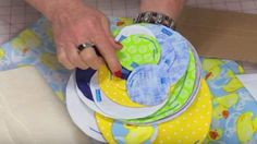 She Cuts Circles In Several Sizes And What She Does With Them Is So Unique. Watch! | DIY Joy Projects and Crafts Ideas