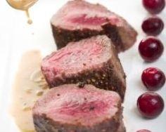 Filet de sanglier rôti, sauce poivrade (facile, rapide) - Une recette CuisineAZ