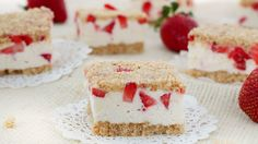 Strawberry Shortcake Cookie Bars - Roxana Yawgel of Roxana's Home Baking celebrates summer with a chilled version of the classic layered dessert. Just Desserts, Delicious Desserts, Cold Desserts, Yummy Food, Summer Desserts, Strawberry Shortcake Cookies, Strawberry Cheesecake, Strawberry Margarita, Cookie Recipes