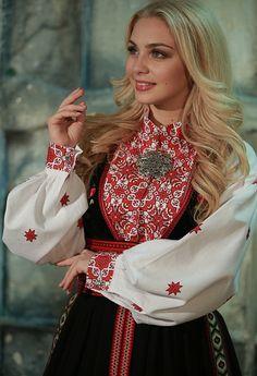 Beltestakk rød 2 Bell Sleeves, Bell Sleeve Top, Tops, Women, Fashion, Moda, Women's, La Mode, Shell Tops