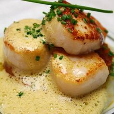 Scallops are easy, delicious and elegant. These are not your typical fried or broiled. Grand Marnier is an orange liquor and when combined with cream, wine and orange juice makes for a wonderfully different experience! These have a nice fresh citrusy flav Fish Recipes, Seafood Recipes, Great Recipes, Cooking Recipes, Favorite Recipes, Healthy Recipes, Whole30 Recipes, Mexican Recipes, Seafood Scallops