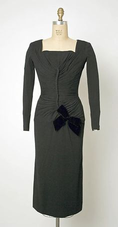 Dress, Afternoon Jacques Fath (French, Design House: House of Jacques Fath (French, founded Date: Culture: French Medium: wool, silk Dimensions: Length at CB: 43 in. Vintage Gowns, Vintage Style Dresses, Vintage Outfits, Vintage Wear, Jacques Fath, Guy Laroche, 1930s Fashion, Vintage Fashion, Dior