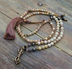 Etsy の Beautiful faceted sunstone gemstone mala by look4treasures