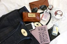 Inside my bag What's In My Purse, Whats In Your Purse, What In My Bag, What's In Your Bag, Divas, Inside My Bag, Purse Essentials, Purse Necessities, Bag Organization