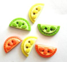 Items similar to Button Citrus Slices handmade polymer clay buttons ( 6 ) on Etsy Cool Buttons, Diy Buttons, How To Make Buttons, Polymer Clay Projects, Handmade Polymer Clay, Paper Clay, Clay Art, Biscuit, Oven Bake Clay