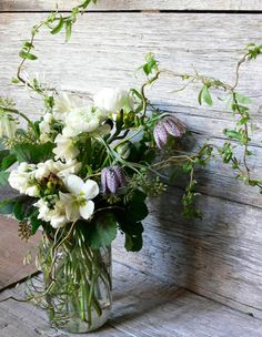 Wedding Flower Arrangements I love how they include passion flowers and vines. It adds so much interest and whimsy! - Wrapping things up, ten of my favorite flowers from this year's inspiration boards… Originally posted in Board Table Flowers, Fresh Flowers, Dried Flowers, Beautiful Flowers, Dried Flower Arrangements, Beautiful Flower Arrangements, Deco Floral, Arte Floral, Fleur Design