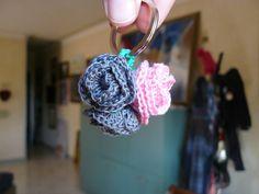 Le chiacchere di Simo... ricamo, maglia, uncinetto e cucito: Portachiavi con roselline