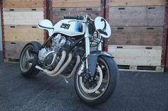 This Honda CB750F2 1982 has been fully restored and modified in the workshops of Yves STUNT ZONE  with different pieces from several mo...