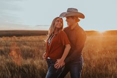 Engagement Photo Outfits, Family Photo Outfits, Family Photo Sessions, Engagement Pictures, Engagement Session, Family Pics, Country Couple Pictures, Cute Country Couples, Maternity Session