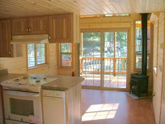 Liv room up front , nice u shaped kitchen with a dishwasher, a full size fridge, and it appears to be a full size range. love the French doors. The only name I can find associated with these two great tiny houses is RICH DANIELS. Tiny House Plans, Tiny House On Wheels, Little Houses, Small Houses, Tiny House Nation, Tiny House Movement, Cabins And Cottages, Small Places, Tiny Spaces