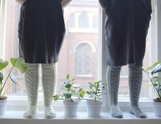 PITKÄT PALMIKKOSUKAT - OHJE Cable Knit Socks, Knitting Socks, Roman Shades, Knit Socks, Roman Blinds, Roman Curtains