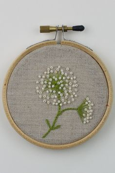 This Pin was discovered by Gou Embroidery Needles, Embroidery Hoop Art, Beaded Embroidery, Cross Stitch Embroidery, Floral Embroidery Patterns, Embroidered Flowers, Embroidery Designs, Marie Suarez, Embroidery Techniques