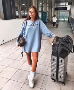 Travel outfit winter airport casual trendy ideas - best sophisticated work attire and office outfits for women Winter Travel Outfit, Winter Outfits, Summer Outfits, Casual Outfits, Fashion Outfits, Fashion Trends, Summer Airport Outfit, Airport Outfits, Travel Outfits