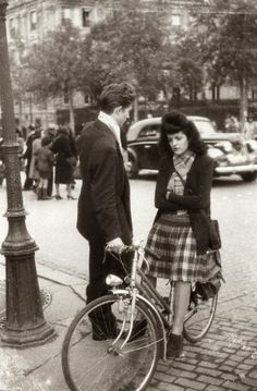 The daily life in Paris during the German occupation, 1942.