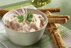 Taramosalata is a creamy, smooth paste made with fish roe menu Seafood Soup, Fish And Seafood, Cypriot Food, Salad Recipes, Healthy Recipes, Healthy Foods, Food Categories, Appetisers, Gourmet