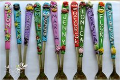 polymer clay decorated spoons by Zubiju Polymer Clay Pens, Polymer Clay Creations, Diy Clay, Clay Crafts, Polymer Project, Clay Mugs, Make A Gift, Clay Tutorials, Cold Porcelain
