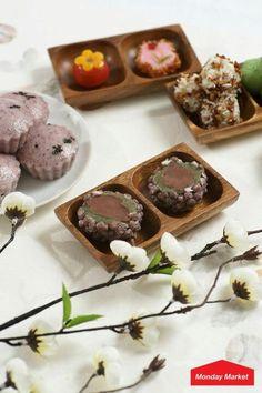 Omegi-Ddeok 오메기떡 dessert of Jeju Island, Korea