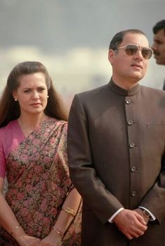 Sonia Gandhi - Elegant, Graceful and Powerful! Rare Pictures, Rare Photos, Calming Pictures, Rajiv Gandhi, Sonia Gandhi, Cute Captions, Indira Gandhi, Actress Anushka, History Of India