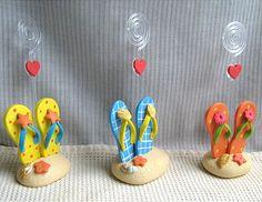 Sandália e chinelo miniatura em biscuit.Lembrancinhas de casamento em biscuit