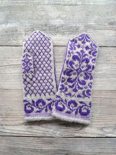 Beige Mittens with Flowers  Baroque Mittens  Hand knit by lyralyra, $36.00