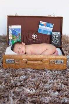 Seance photos nouveau né Baby posing , marseille Photographe maternité, naissance, famille Toddler Bed, Photos, Maternity Photography, Photo Shoot, Birth, Marseille, Child Bed, Pictures, Photographs