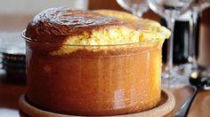 Fløyelsmyk og luftig ostesufflé Tapas, French Toast, Food Porn, Pudding, Lunch, Breakfast, Desserts, Liv, Morning Coffee