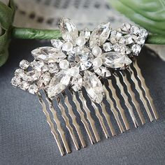 GISELLE - Stunning Pearl and Rhinestone Vintage Inspired Bridal Hair Comb, Art Deco Wedding Hair Accessory in White or Ivory Pearl Hair Comb Short Wedding Hair, Hair Comb Wedding, Wedding Hair Pieces, Short Hair, Swarovski Pearls, Wedding Hair Accessories, Bridal Headpieces, Hair Jewelry, Wedding Hairstyles