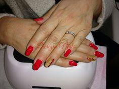 #nail #nails #nailart #christmasnail #christmasnailart #christmasideas #nailsideas #marrychristmas #ricostuzione #gel #unghienatalizie #goldnails #rednails