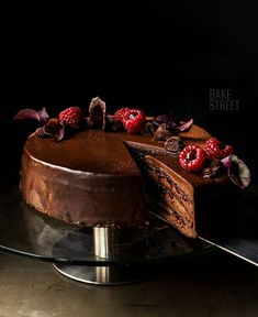 Baron Cake or Baron Torta, gluten-free cake made with an egg whites, cocoa and almond, filled with a yolk and chocolate cream accompanied by raspberry jam. Raspberry Filling, Ground Almonds, Gluten Free Cakes, Chocolate Cream, Galette, My Coffee, No Bake Cake, How To Make Cake, Cake Recipes