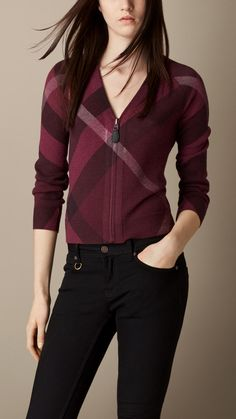 Explore all women's clothing from Burberry including dresses, tailoring, casual separates and more in both seasonal and runway designs Plaid Fashion, Look Fashion, Urban Fashion, Fashion Outfits, Cardigans For Women, Blouses For Women, Beachwear Fashion, Burberry Women, Professional Outfits