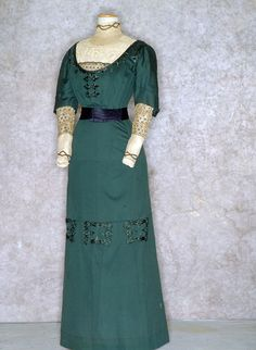 Teal green dress with embroidered decoration, European, 1912. Tirelli Trappetti Foundation.