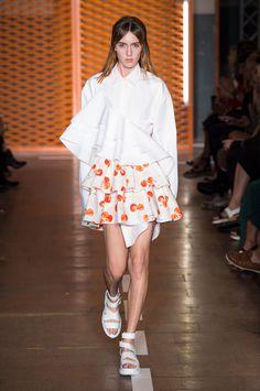 MSGM faz alfaiataria entre o atheisure e o romântico no verão 2017 - Vogue | Desfiles