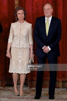 King Juan Carlos of Spain and Queen Sofia of Spain attend the Gala Dinner in honour of Peruvian President Ollanta Humala at The Royal Palace on January 2012 in Madrid, Spain. (Photo by Carlos Alvarez/Getty Images) Mother Of Groom Dresses, Mother Of The Bride, Spanish Royalty, Royal Clothing, Royal Dresses, Queen Letizia, Formal Wedding, Royal Fashion, Suits For Women
