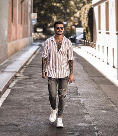 50 Ideas De Moda Con Jeans Para Hombres Jeans And Vans, Casual Weekend Outfit, Casual Outfits, Casual Clothes, Summer Outfits, White Sneakers Outfit, Dark Blue Suit, Cute Outfits For School, Outfit