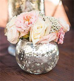 Pot fleur rond argenté mercurisé - Splendide, ce photophore a deux utilisations : refléter à merveille la lumière d'une bougie et rehausser de façon magnifique un bouquet de fleurs http://www.mariage.fr/le-photophore-en-verre-boule-argentee-etoilee-luxe.html