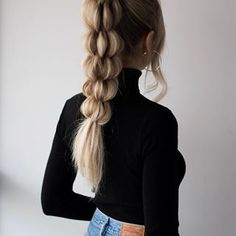 GUYS, how cool is this braid? 😍🙌🏻 Full hair tutorial is now live on my YouTube channel (link in bio)! 👱🏼♀️